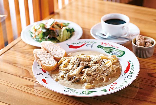 カニ味噌とキノコのクリームソースフェットチーネ