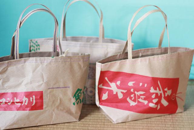 米袋バッグには「コシヒカリ」「新潟米」といった文字が