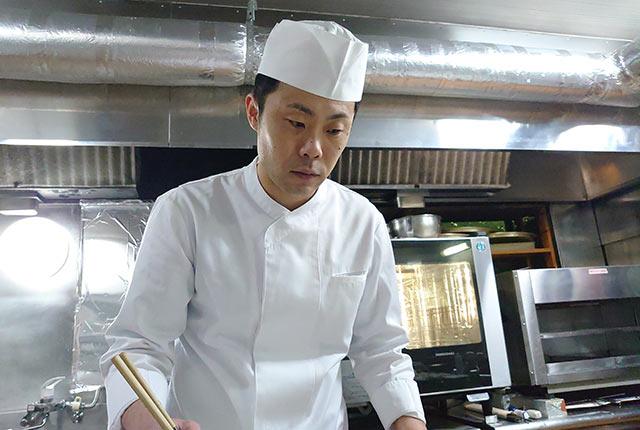 〈日本料理 魚幸〉の料理長を務める渡辺雄太さん
