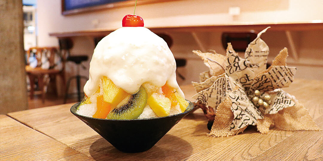 〈&CAFE〉では名物かき氷「シロクマ」をぜひ!