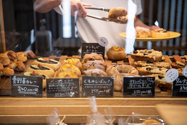 ずらりと並んだ惣菜パン