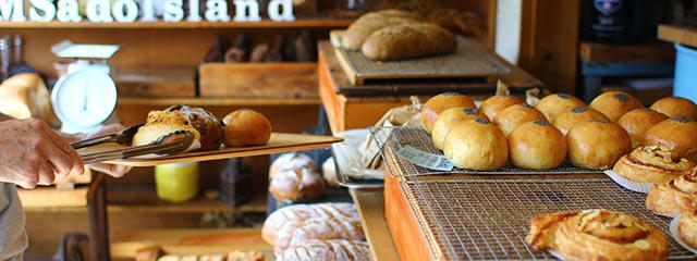 〈T&M Bread Delivery Sado Island〉の店内